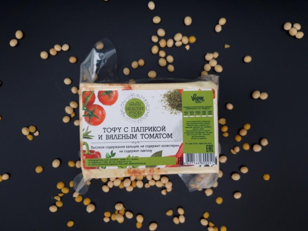 Тофу с паприкой и вяленым томатом